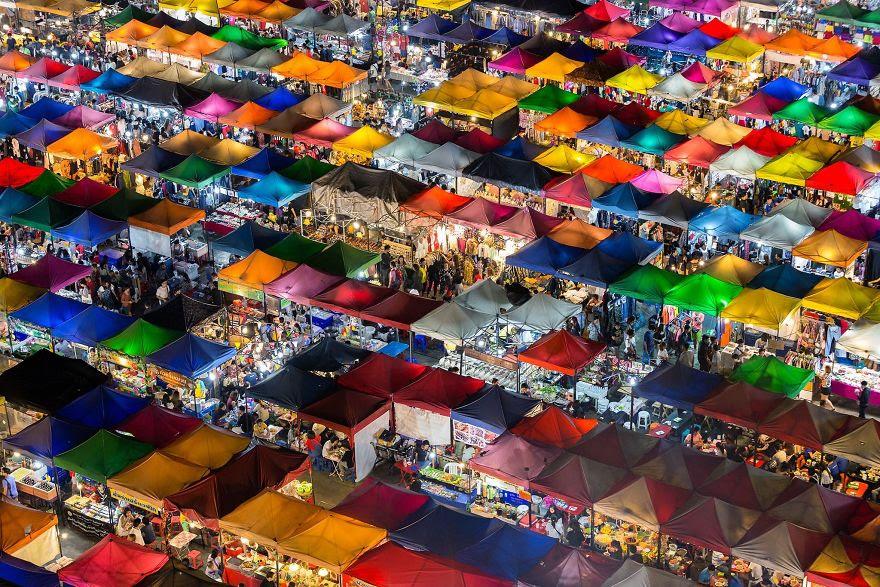 # 3 Kişilerin Seçimi Kazanan, Şehirler: Colorful Market, Bangkok, Tayland