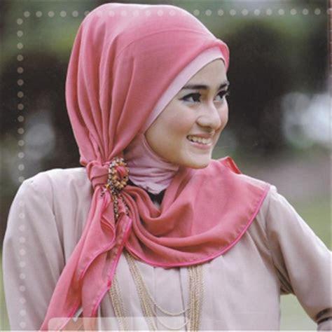 gaya model hijab jilbab terbaru ayeeycom