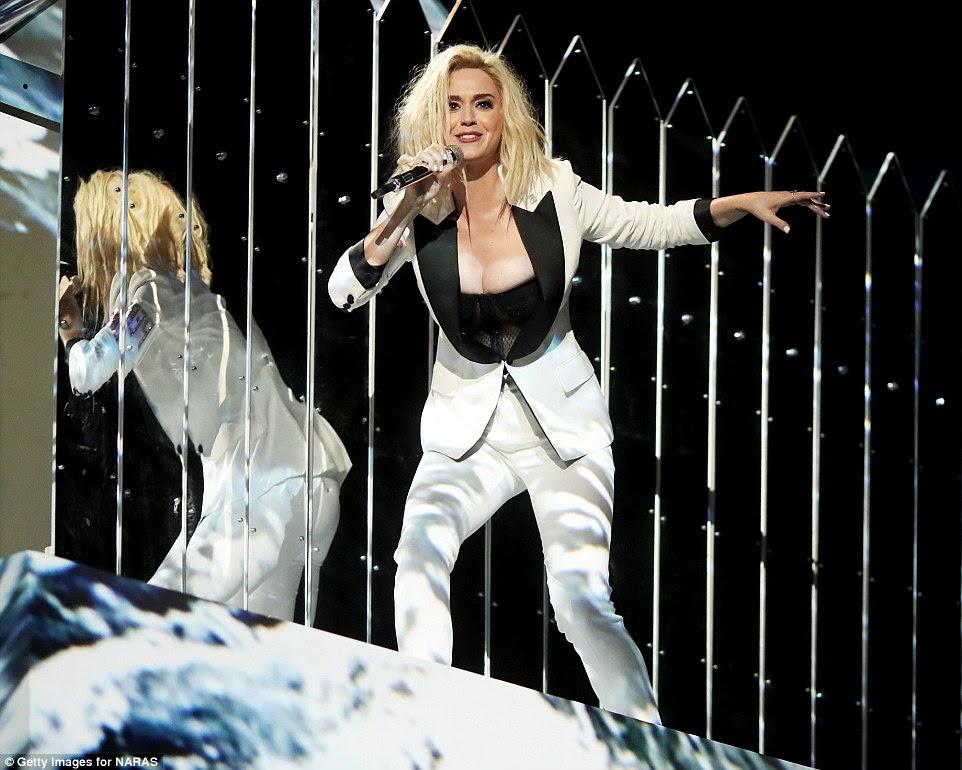 Maravilha em branco: Katy Perry foi um artista em destaque
