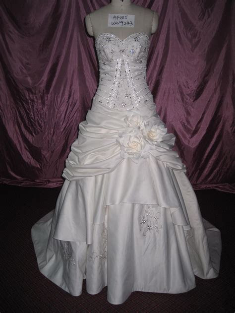 EMBROIDERY DESIGN FOR WEDDING DRESS « EMBROIDERY & ORIGAMI
