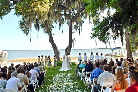 Get married at this beautiful spot on Lake Weir in Ocala