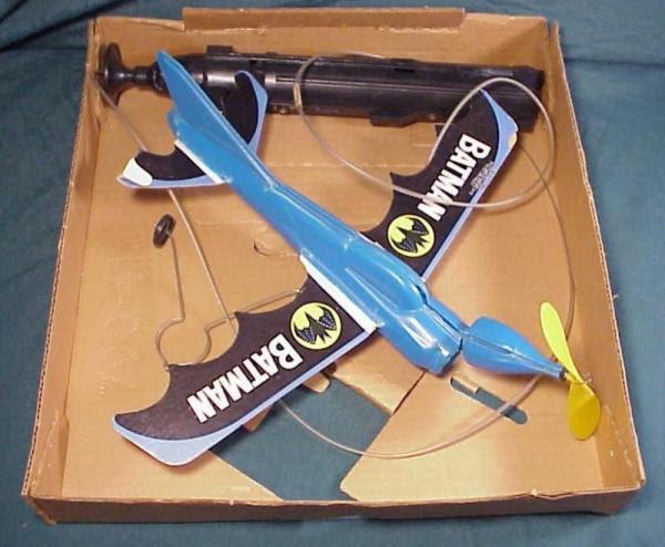 batman_flyingbatplane2