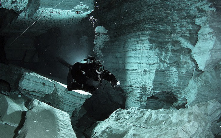 A maior caverna subaquática da Rússia 12