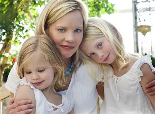 mother_two_daughters