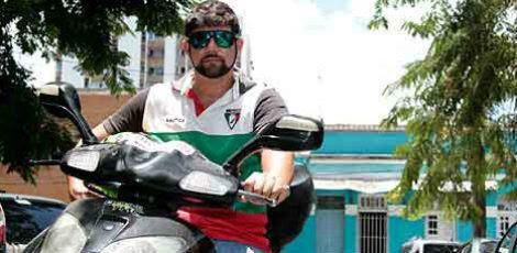 Numa moto de 125 cilindradas, o motociclista percorre entre 35 e 40 km com 1 litro de combustível