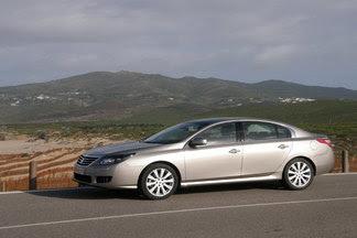 http://images.caradisiac.com/images/5/3/6/7/65367/S1-Renault-Latitude-Skoda-Superb-par-KO-211413.jpg