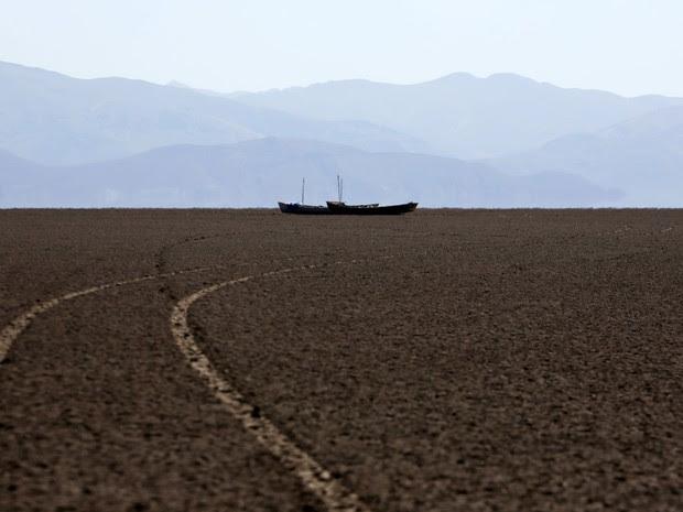 Mau uso da água também contribuiu para desaparecimento do lago (Foto: Reuters/David Mercado)