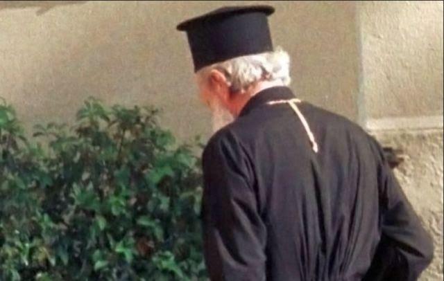 Λαμία: Έπιασαν απατεώνα ιερέα που είχε καταδικαστεί σε 11 χρόνια φυλακή