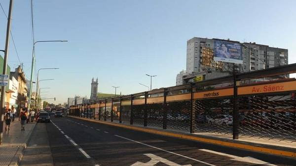Ahora. La estación Sáenz de Metrobus. Quieren que se conecte con el tren y el subte H.