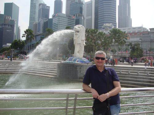 Пред символа на Сингапур - Мерлион