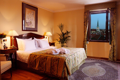 Hotel deals - How to Find Local Bargains With the Daily Deals Sites