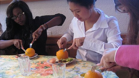 Peeling orange with a knife and fork