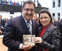 Apresentador Ratinho elogia o trabalho da cantora gospel Eliã Oliveira