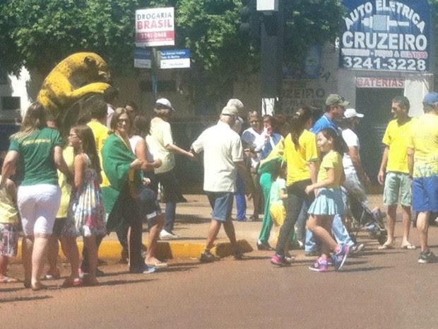 Manifestação em Aquidauana, na manhã desse domingo (Foto: Lígia Barreto/ Arquivo Pessoal)