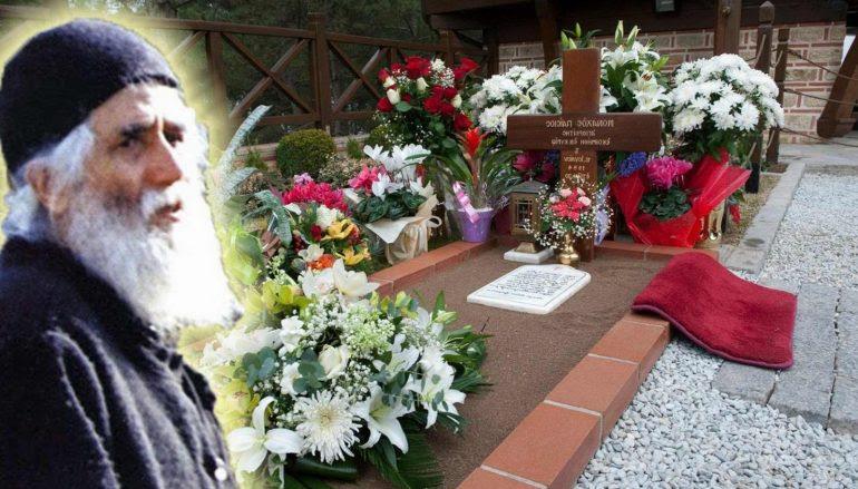Βίντεο λίγο μετά την Αγιοκατάταξη του Αγίου Παϊσίου στον τάφο του