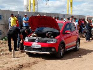 Soldado da PM foi encontrado morto em porta-malas de carro em Feira de Santana (Foto: Ney Silva/Acorda Cidade)