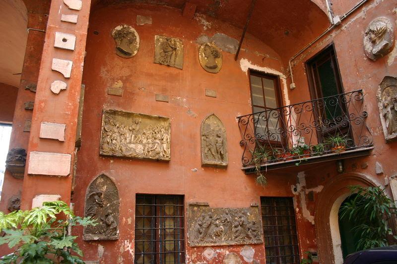 File:0305 - Roma - S. Silvestro in Capite - Cortile - Foto Giovanni Dall'Orto, 11-Apr-2008.jpg