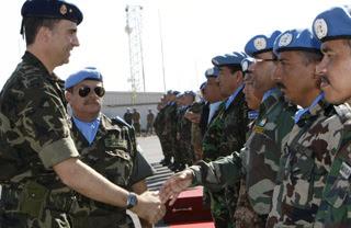 El Príncipe de Asturias visita por sorpresa a las tropas españolas en El Líbano