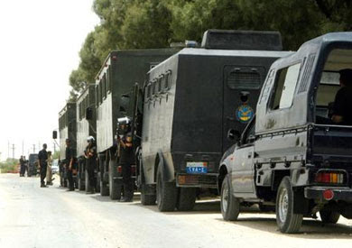 http://www.shorouknews.com/uploadedimages/Sections/Egypt/original/Security-forces-in-Kerdasa21691.jpg