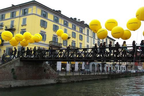"""#ItaliaCheVola con """"palloncini"""" sul #Naviglio by Ylbert Durishti"""