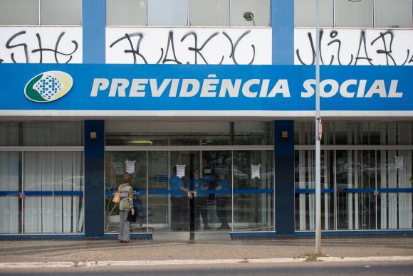 * Setor público deve quase R$ 7 bi à Previdência.