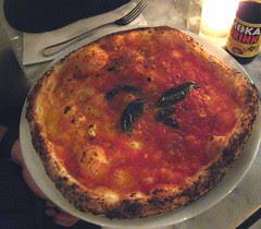 una pizza napoletana's marinara