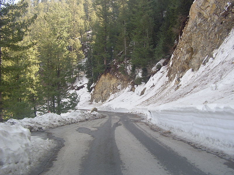 File:Road to Nathiagali.JPG