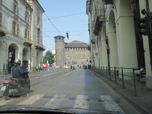 TORINO%2025%20APRILE%202011%20011 piazza castello da via po.jpg