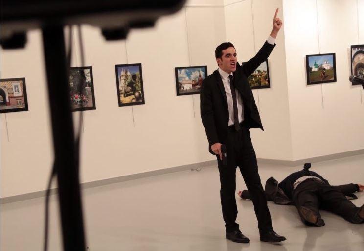 Αποτέλεσμα εικόνας για Νέο βίντεο ντοκουμέντο από τη στιγμή της δολοφονικής επίθεσης κατά του Ρώσου πρέσβη στην Άγκυρα