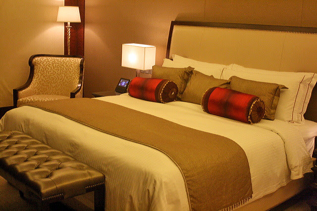 Super luxurious bed and linens
