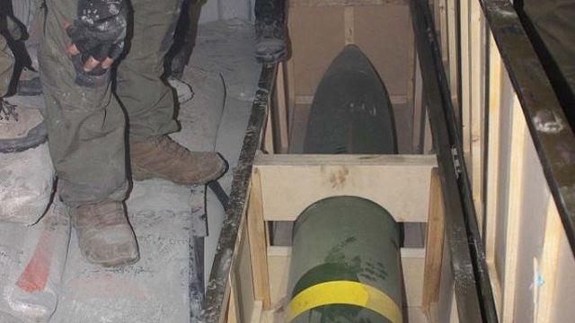 """Ejército israelí (IDF) de las fuerzas especiales en Miércoles, 06 de marzo 2014, interceptó un barco en el Mar Rojo llevando un cargamento de armas iraní, incluidos misiles y cohetes dirigidos a la Franja de Gaza, dijo el ejército israelí. Comandos navales israelíes de la elite Shayetet 13 unidad abordaron y tomaron el control de la """"Klos-C"""" buque mercante, navegando bajo la bandera de Panamá, alrededor de las 5 am Se encontraron resistencia y no hubo víctimas reportadas a cada lado."""