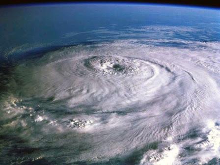 ouragan le plus meurtrier jamais, plus fort ouragan jamais, la liste des ouragan le plus meurtrier au monde, l'ouragan Katrina, l'ouragan Katrina photo, l'ouragan Katrina photo satellite, pire ouragan jamais, deadleiest ouragan jamais, l'ouragan le plus destructeur jamais, l'ouragan Katrina a été l'une des pires catastrophes naturelles de plus en frapper les Etats-Unis.  Photo: US Coast Guard et l'ouragan Kathrina, ouragan, pire histoire de l'ouragan, mousson, les cyclones, les typhons