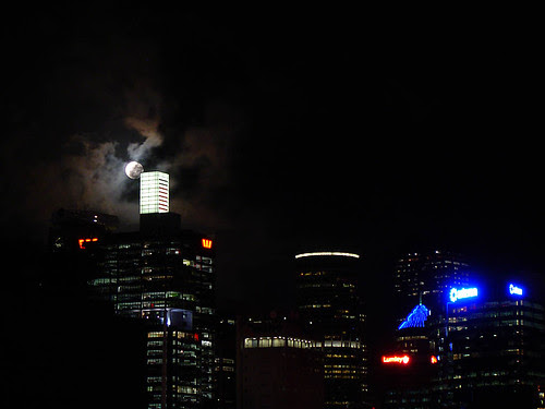 Moon just clearing Westpac building