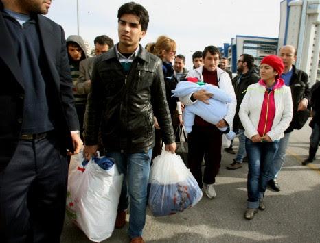 Hurriyet: Μαγαζιά στην Σμύρνη πωλούν σωσίβια σε παράνομους μετανάστες προς την Ελλάδα!