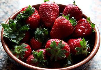 Español: Fresas, adquiridas en el supermercado...