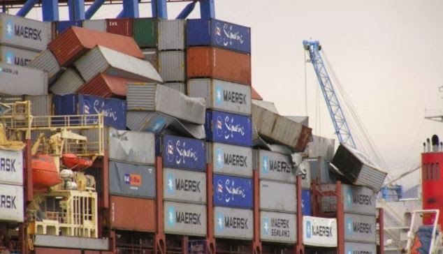 Amid waves of 30 feet and winds of 60 knots, the Svendborg began losing containers off northern France