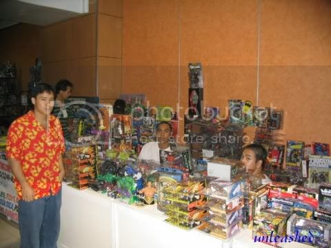 "The image ""http://img78.photobucket.com/albums/v299/azraelsmerryland/toycon2004/booth/let5.jpg"" cannot be displayed, because it contains errors."