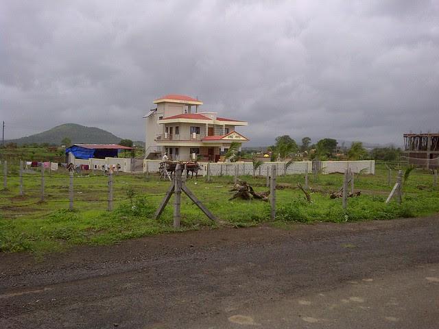 Bungalow on the way to Xrbia from Marunji Kasarsai Road - Nere Dattawadi, approx 7 kms from KPIT Cummins at Hinjewadi IT Park