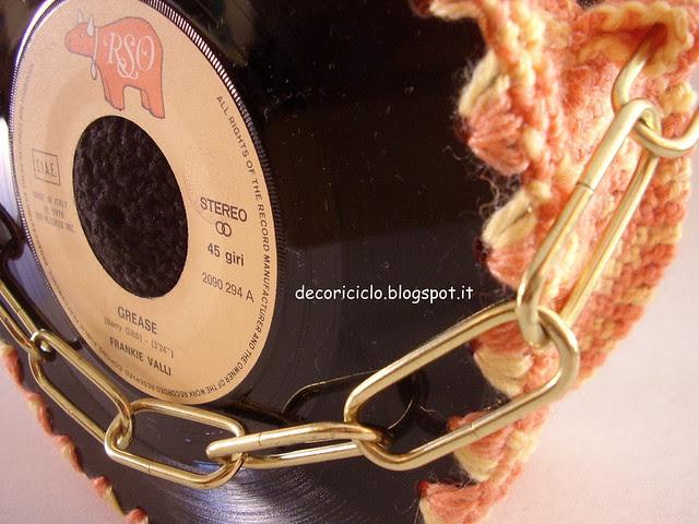borsa 45 giri con lana sfumata arancione e manico catena 2