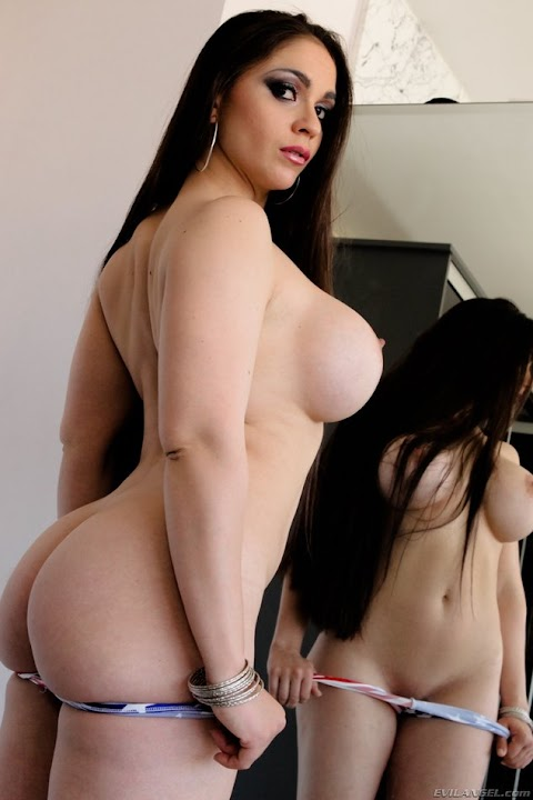 Marta La Croft Nude Pictures Exposed (#1 Uncensored)