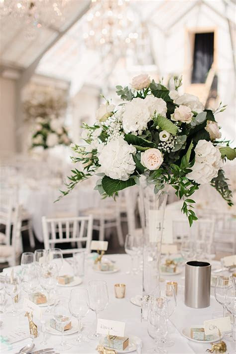 20 Truly Stunning Tall Wedding Centrepieces   Chic Vintage