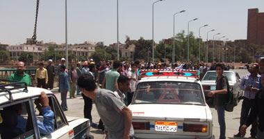 شباب الثورة بأسيوط يفتتحون كوبرى 25 يناير