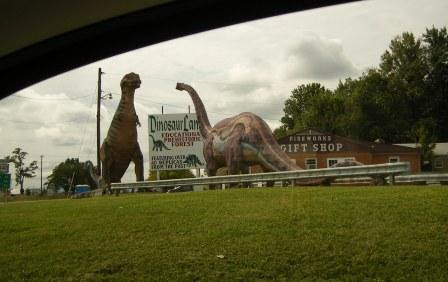 Got to love the kitzy 1950s roadside attractions