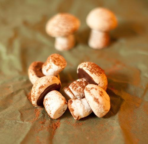2_Meringue_ mushrooms
