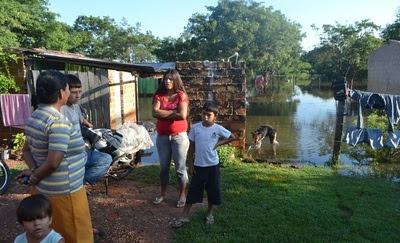 Resultado de imagen para Unas 70 familias abandonan sus viviendas por inundación en Concepción