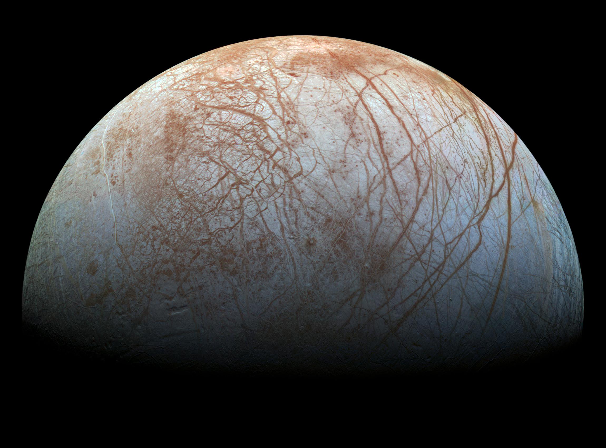 Europa, a lua gelada de Júpiter onde pode existir vida extraterrestre