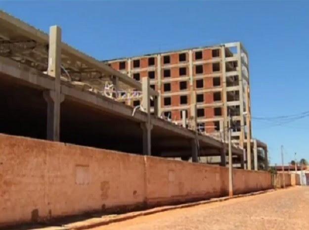 Durante a execução das obras, os recursos federais foram desviados para o hotel e a torre comercial (Foto: Reprodução/TV Verdes Mares)