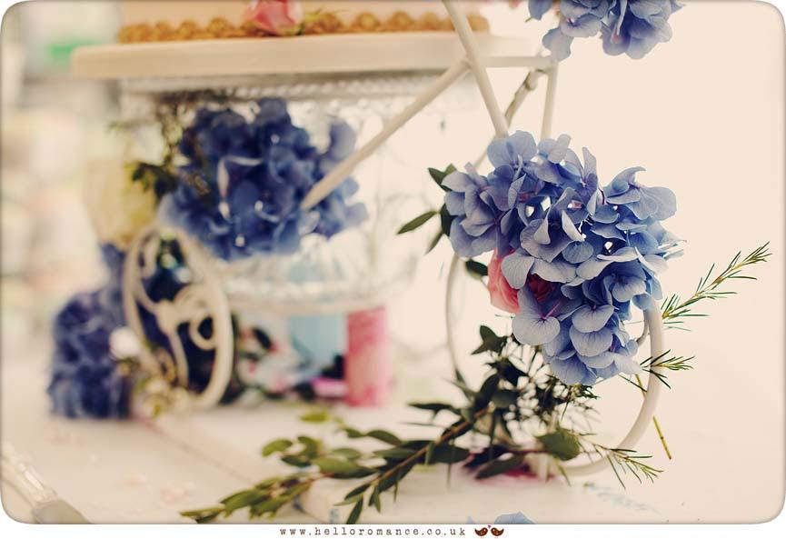 Vintage Wedding Cake Detail flowers, Glemham Hall Wedding Photography Suffolk - Hello Romance