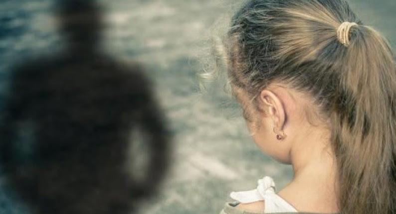 """Σοκ στην Πάτρα: Θεία έβαζε την 8χρονη ανιψιά της να... χαϊδεύεται και την βιντεοσκοπούσε - Συνελήφθη η 37χρονη, εντοπίστηκε """"υλικό"""" στο κινητό της"""