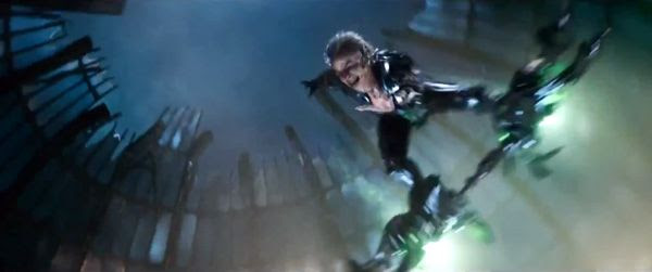 The Green Goblin (Dane DeHaan) uses Oscorp technology to attack Spidey in THE AMAZING SPIDER-MAN 2.
